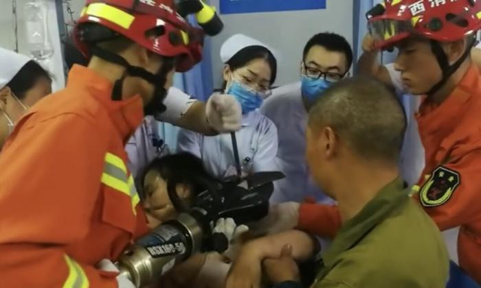 西安一女子工地上不慎摔倒     直径一厘米的钢筋直接穿透左臂