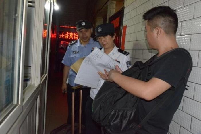 雁塔警方治安大清查      160余名民警夜查城中村