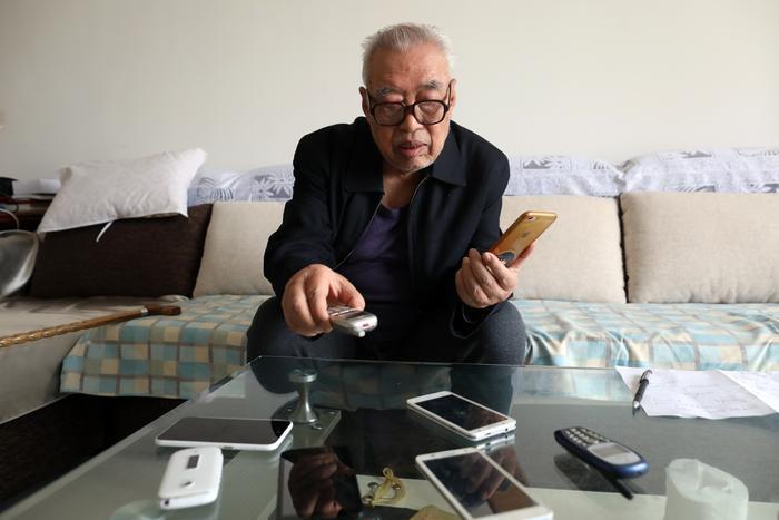 你有多久没用过座机电话了?      81岁老人见证电话变迁史
