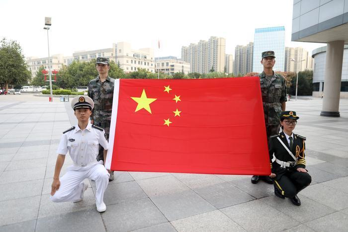国旗下的沸腾青春     记者揭秘西安高校国旗护卫队