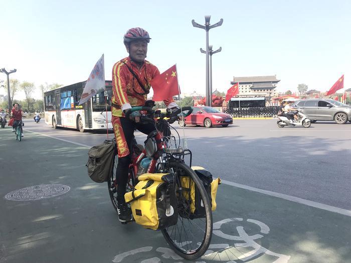"""""""我的祖国这么美,我要骑车去看看""""   西安花甲老人骑车游全国"""