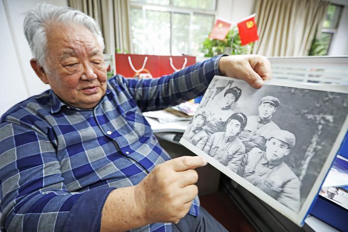 82岁老人45年收藏900多幅老照片     向人们讲述西安和pp电子游戏娱乐城故事