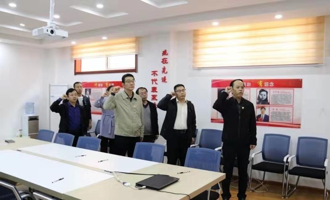 咸阳市渭城区政法委书记刘向东刘向东以普通党员身份参加主题党日活动