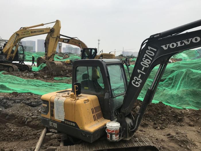 连续两天 小区门口的天然气管道被挖断