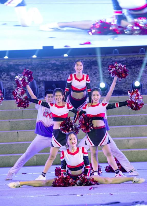 陜西省大學生文化藝術節啦啦操大賽在洛南音樂小鎮舉行