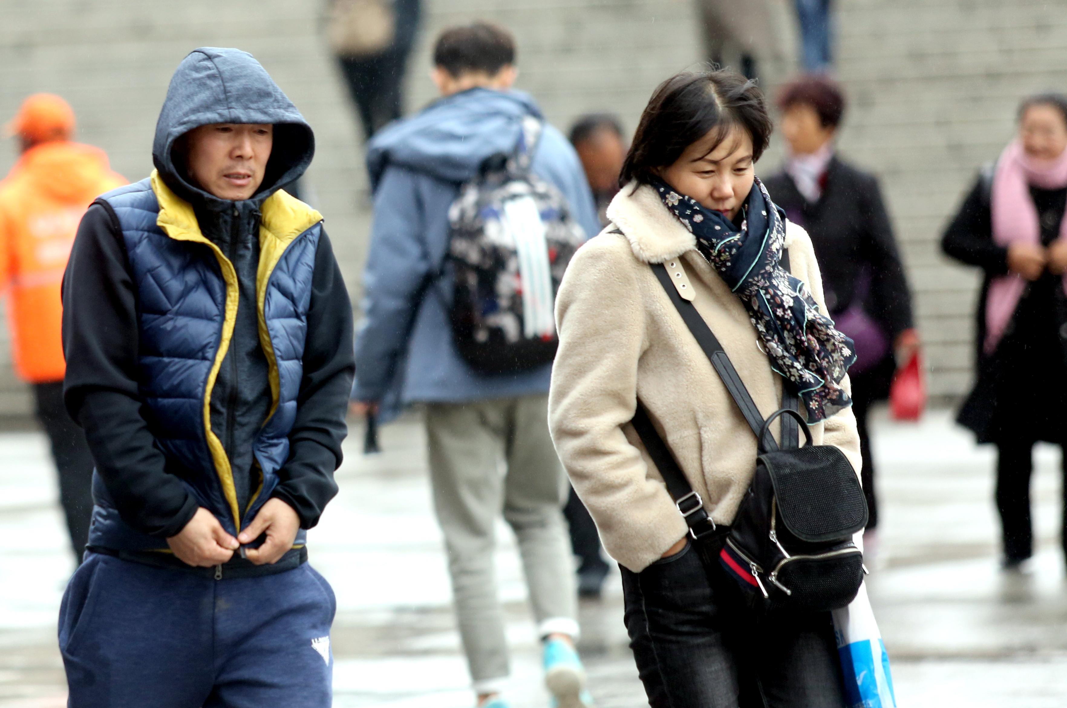 陕西多地迎初雪 西安骤降11℃ 霜