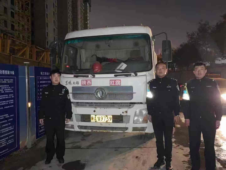 灞桥交警查获套牌大货车    车辆被暂扣 驾照被记12分