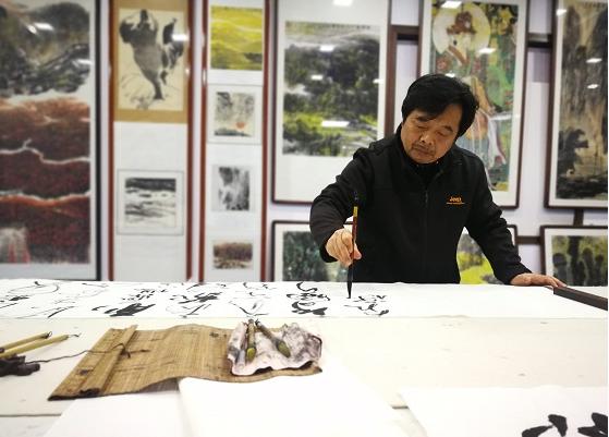 """汉中籍书画家赵涵中个人美术展在""""四宝堂""""开展"""