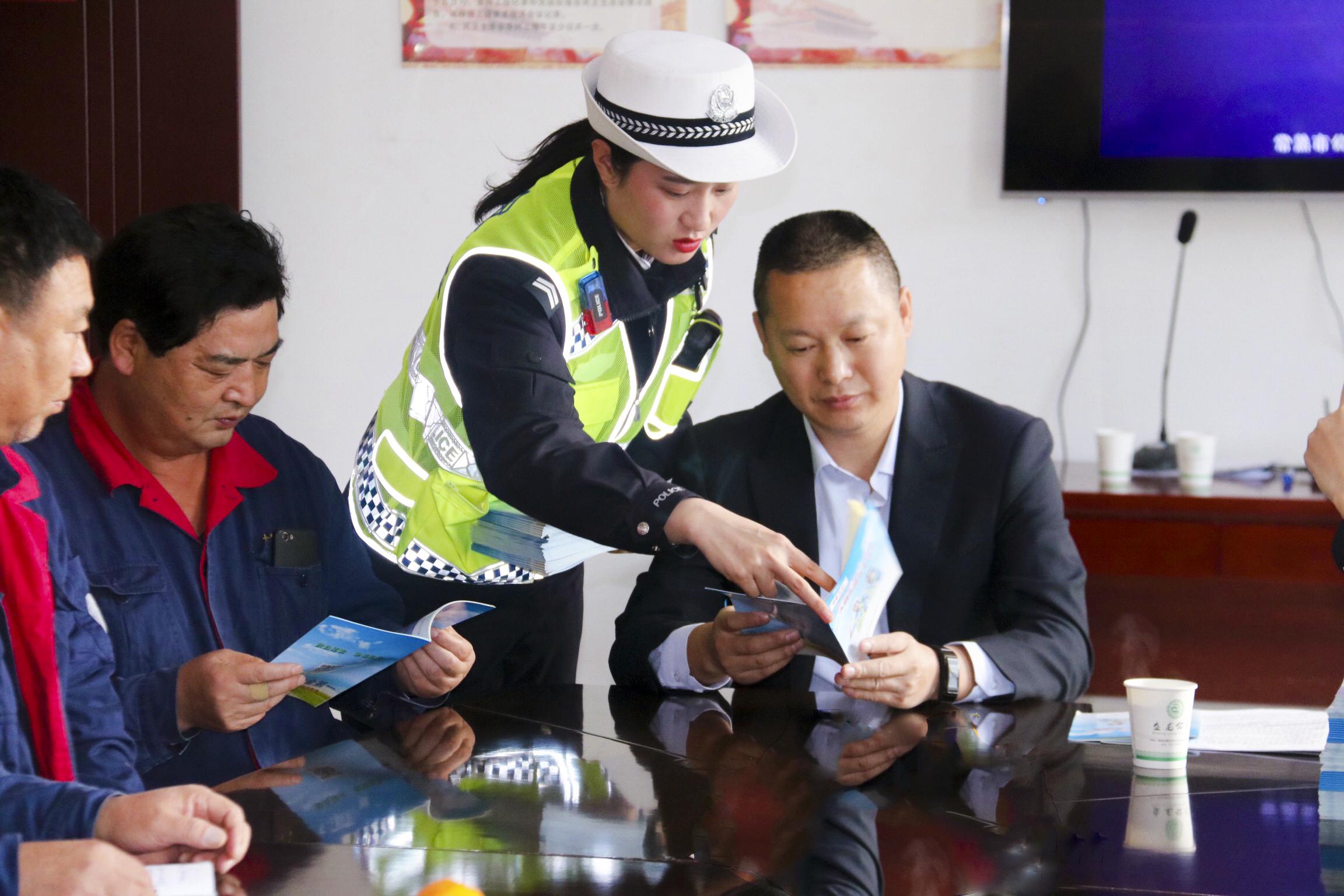 韩城:交警宣传进企业 警企联合抓安全