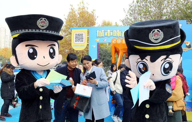 西安高新城管卡通动漫宣传普法受欢迎