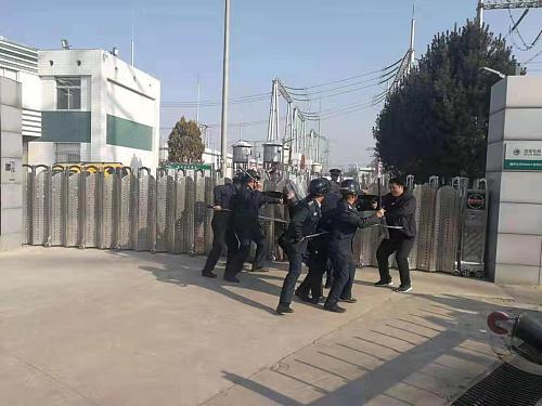 铜川黄堡派出所开展保护变电站反恐演练