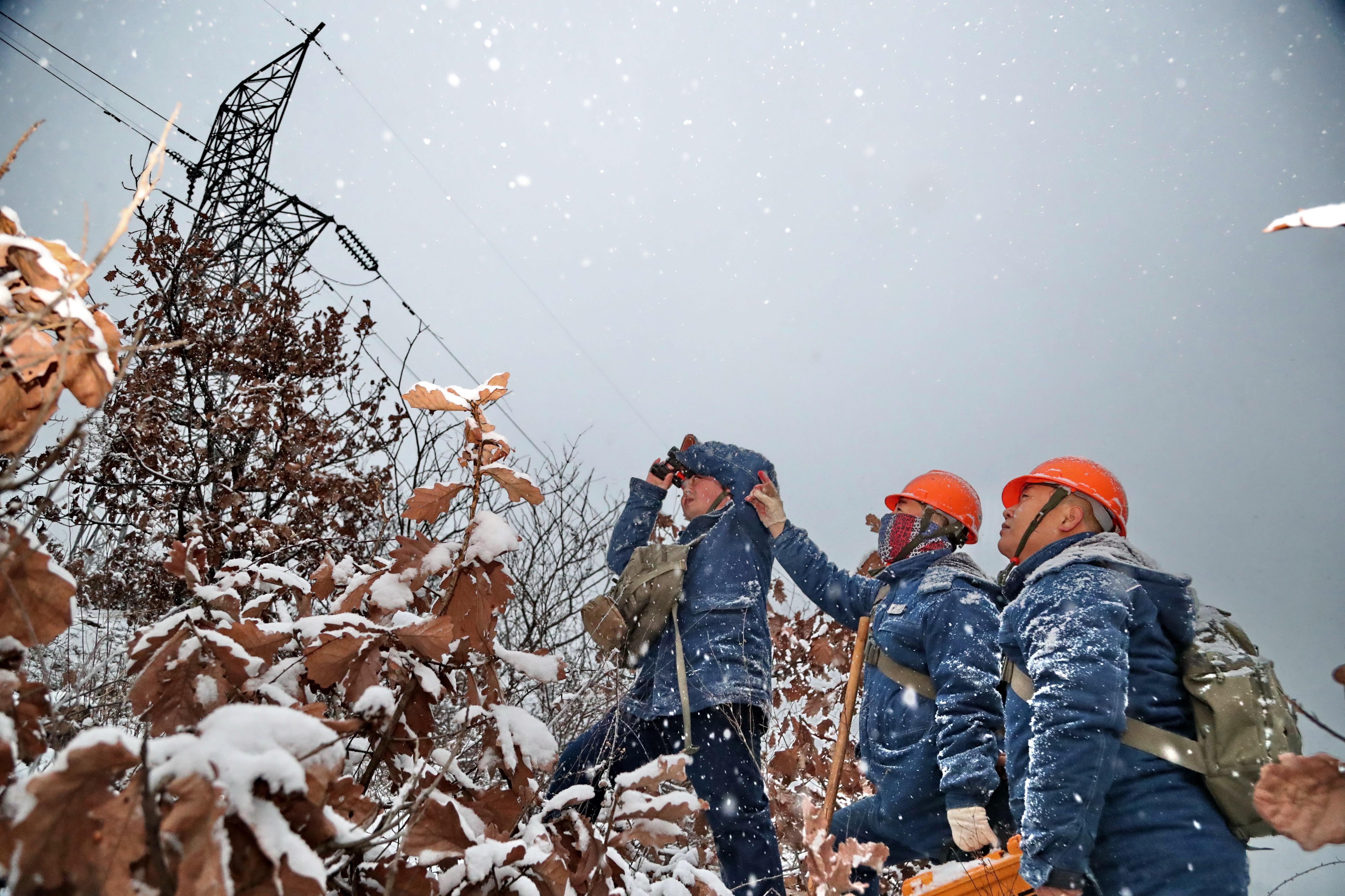 三秦居民溫暖過冬有保障 國網陜西電力人風雪無阻保供電