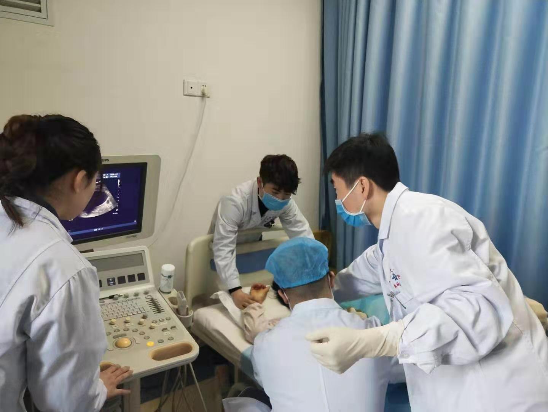 西安交大一附院韓城醫院完成1例經皮經肝膽囊穿刺造瘺術