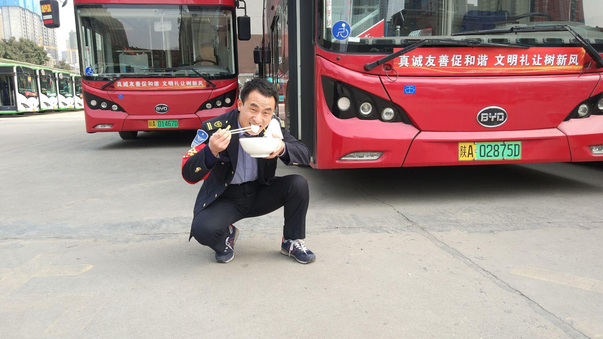 """公交司机的别样元宵节 """"元宵团圆日,我送你上一线"""""""