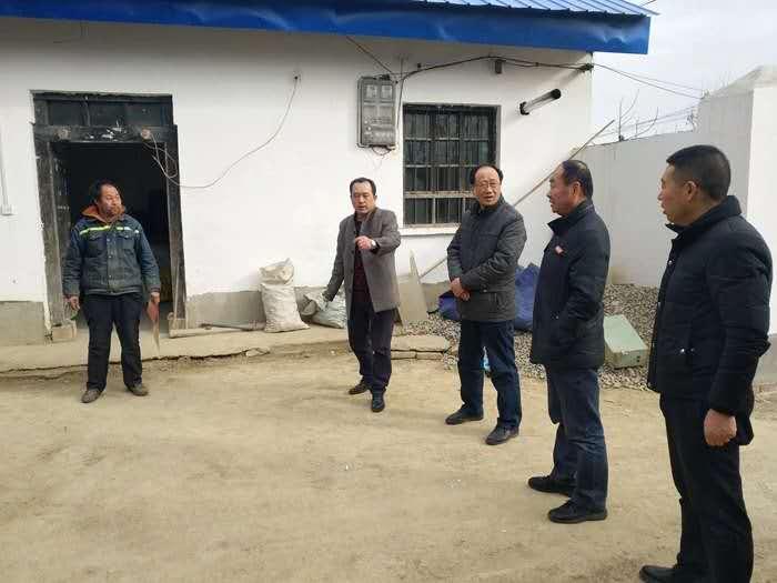 第一书记李向阳:把党建活力转化为脱贫攻坚动力