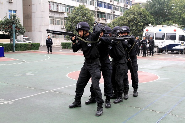 未央公安大力开展警务战术训练