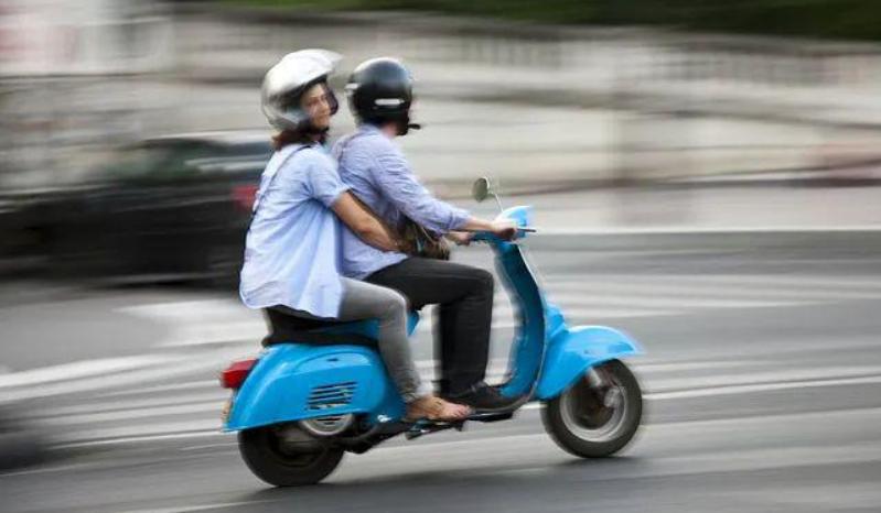 骑行戴头盔 安全有标配