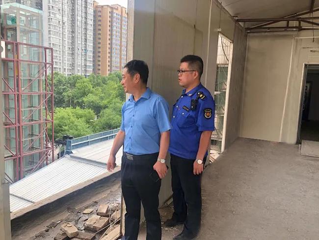 碑林区城管执法局局长庞鸿飞督导检查违建拆除工作