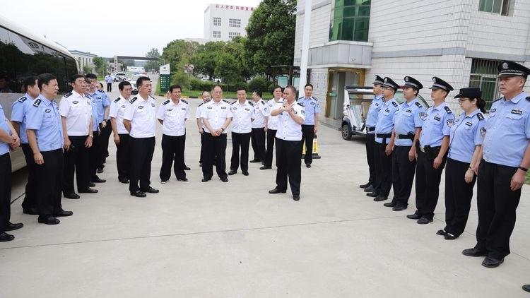 西咸新区公安局局长王勤智赴秦汉分局观摹指导工作