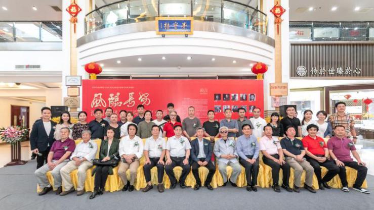 深圳南风国画院西安交流展在亮宝楼开幕