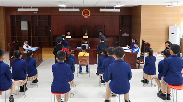 韩城法官送法进校园 观摩指导模拟法庭
