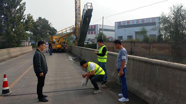 韓城市農村公路管理局排查橋梁安全隱患