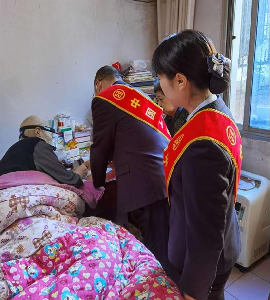工行漢中經濟開發區支行為特殊客戶提供上門服務