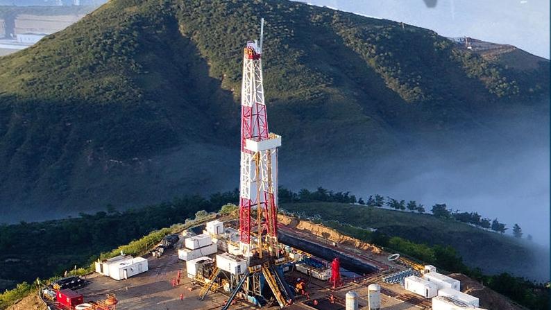 权威快报|里程碑!我国建ξ 成年产油气当量6000万吨级特大型油气¤田