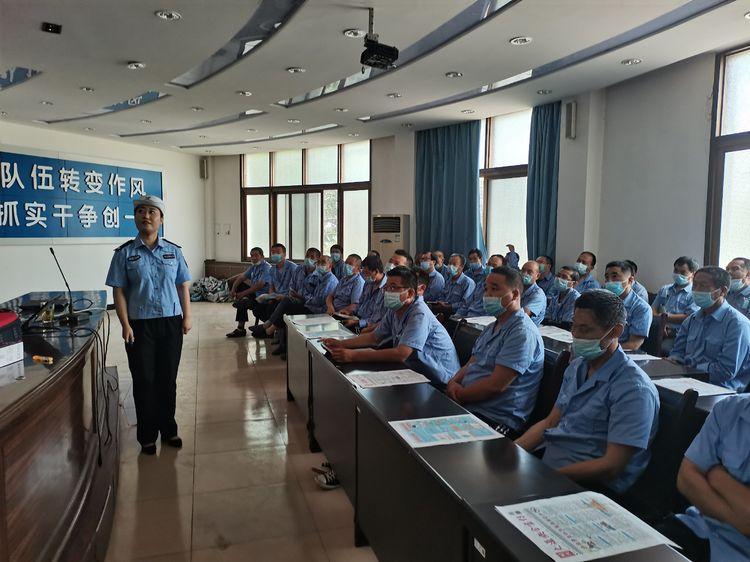 """耀州交警大队进企业为120名""""的哥""""讲案例敲警钟"""