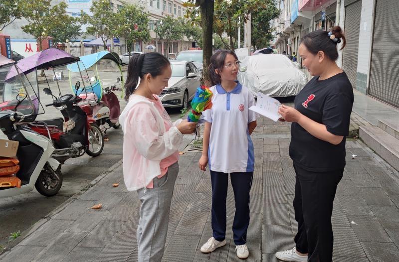 平利县洛河初级中学:开展社区健康志愿服务活动