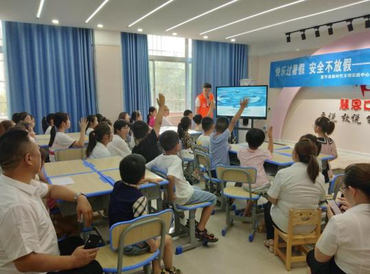 安全不放假!公益小课堂走进社区开展防溺水安全知识培训