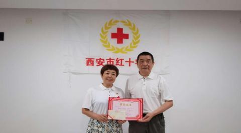 """""""我年龄大了,不能亲自去救援!""""68岁老人捐1万元援助河南抗洪救灾"""