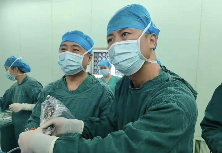 """""""以后再也不用把降压药当饭吃了"""" 空军第九八六医院神经外科成功为异常高压患者手术"""