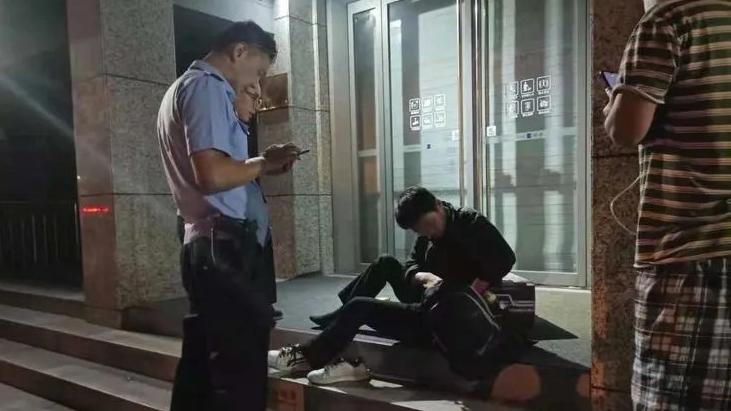 民警帮现役军人找回丢失的行李箱