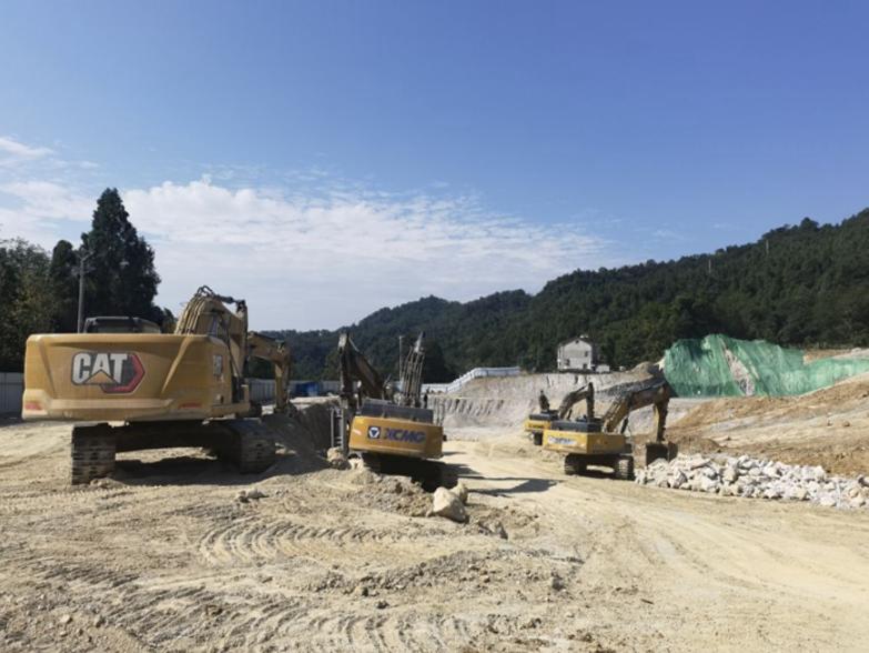 """""""康养""""项目成""""采石场"""":挖山采石600余万吨,周边山体严重滑坡"""
